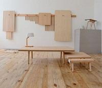 """""""Peg"""" di Studio Gorm: tavoli e sedie da appendere"""